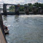 Divers inspect New Savannah bluff lock and dam