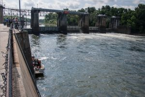 Divers inspect New Savannah bluff lock and dam