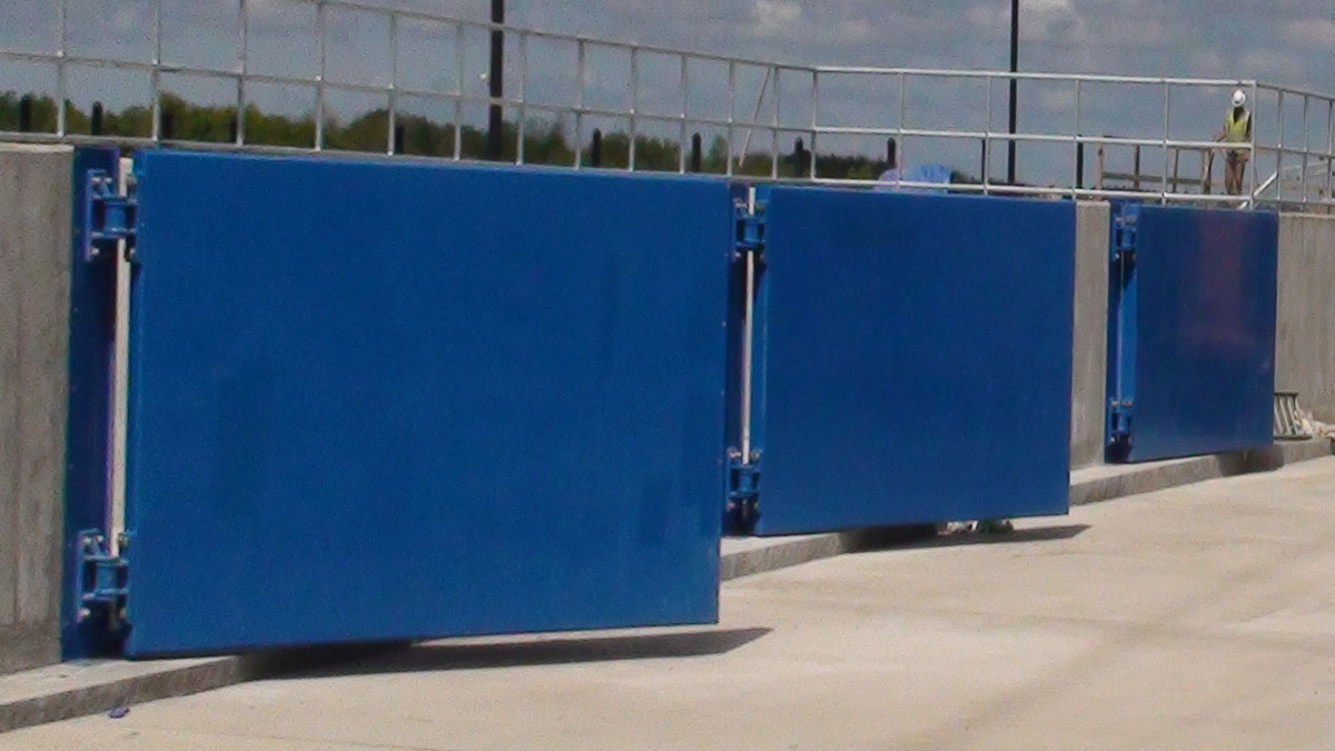 Swiftwater hinged flood gate