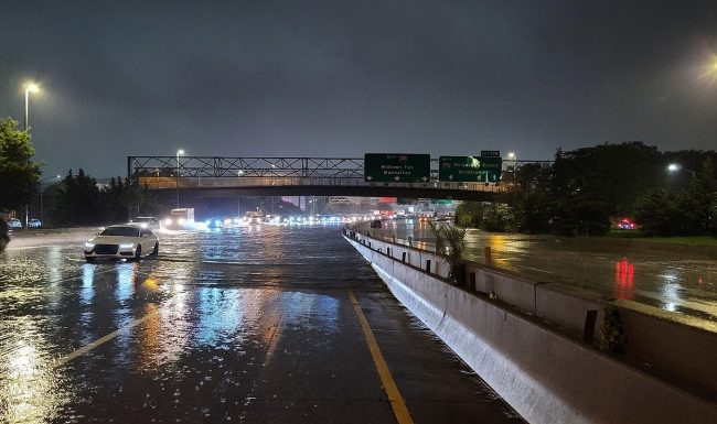 Long Island Expressway in New York City shut down due to flash flooding from Post-Tropical Storm Ida's landfall. Photo: Tommy Gao via Wikimedia Commons
